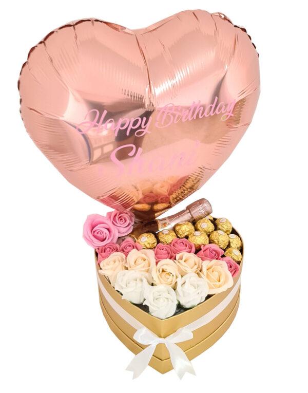 מארז שוקולד פרחים ובלון